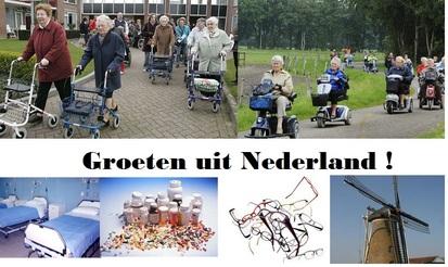 ansicht kaart met bejaarden achter rollater met tekst: groeten uit Nederland!
