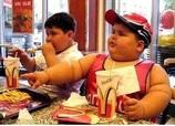 dikke kinderen met in de MacDonalds